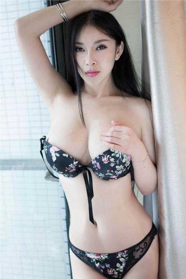 全球最性感美女秀胸圖片