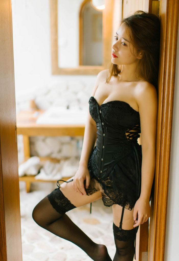 豹紋超薄黑絲美女酒店寫真 妹妹的絲襪誘惑圖片寫真